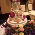 生花で飾られたケーキ