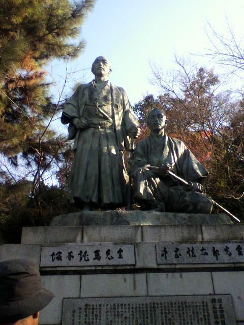円山公園の龍馬像